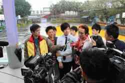 新聞媒體採訪千人拍攝MV活動