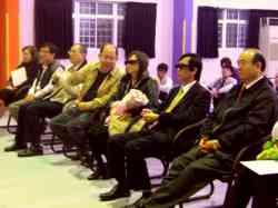 常董陪同貴賓觀賞3D影視設備