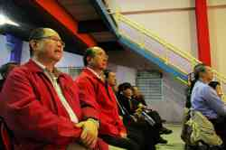 本校常董(左)與校長(中)也到場觀賞