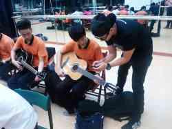 偶像教父孫德榮新人培訓課程 吉他課實況