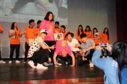 本校畢業校友陳奕&沈建宏回母校宣傳新戲「七個朋友」,獲得學弟妹的熱烈支持