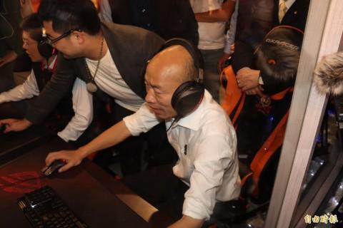 快訊~韓國瑜參觀莊敬高職電競專班 稱要讓台灣電競產業衝第一