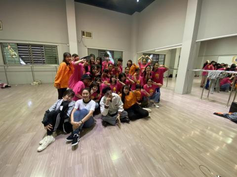 韓國K-POP兩班同學合影*