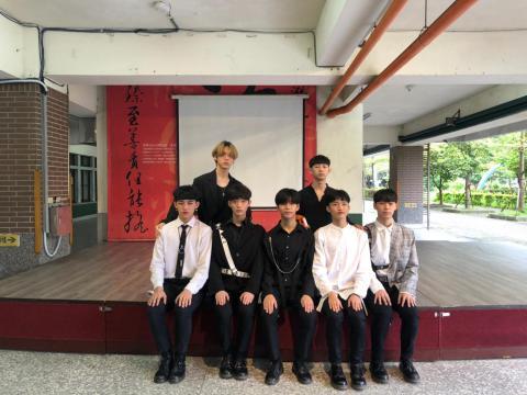 崔陶允老師與莊敬BTS合影