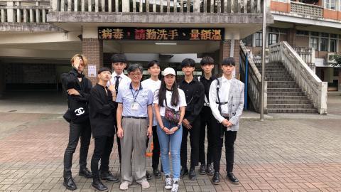 王主任、帶隊老師與莊敬BTS合影