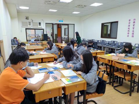 20200313大觀國中設計群技藝班_200317_0005.jpg