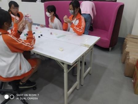 20200926瑠公國中-實作體驗-繽紛美甲_200926_5.jpg