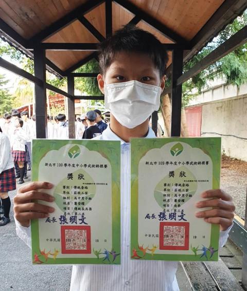 多一莊 蕭登耀 同學-榮獲109年度武術錦標賽第二、三名