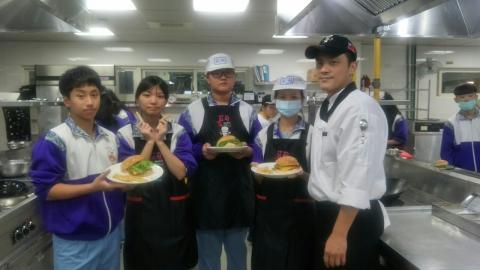 20201123板橋國中手工漢堡炸薯條_201127_5.jpg