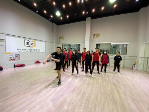 128 佳林國中 舞蹈_201209_4.jpg