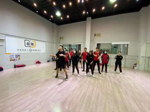 128 佳林國中 舞蹈_201209_5.jpg