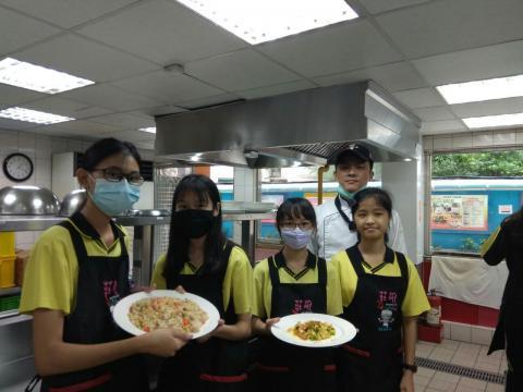 1021北大國中三色炒飯燴咖哩雞肉片_201023_7.jpg