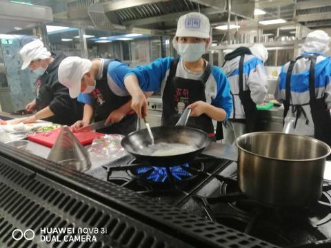 1216 什錦炒米粉,手作肉羹湯_201221_4.jpg