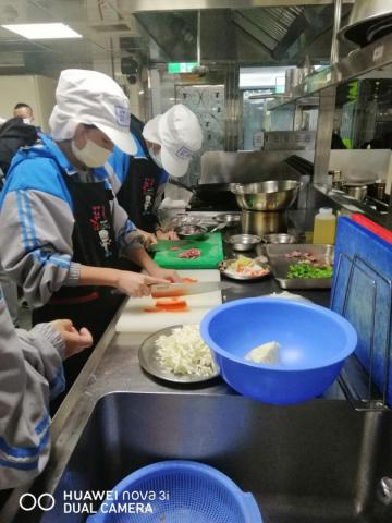 1216 什錦炒米粉,手作肉羹湯_201221_5.jpg