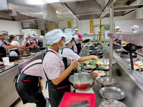 115福和國中海鮮炒烏龍麵、蔬菜煎餅_201216_21.jpg
