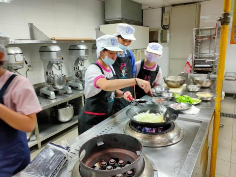 115福和國中海鮮炒烏龍麵、蔬菜煎餅_201216_14.jpg