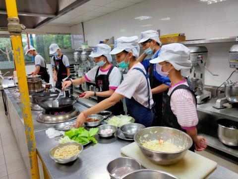 115福和國中海鮮炒烏龍麵、蔬菜煎餅_201216_13.jpg