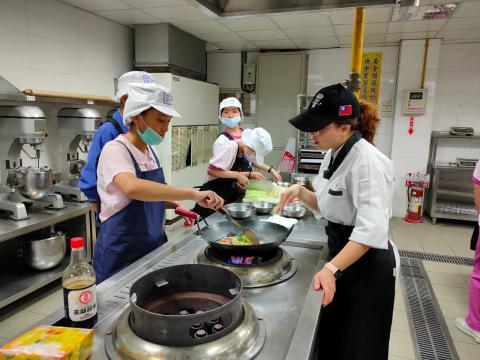 115福和國中海鮮炒烏龍麵、蔬菜煎餅_201216_0.jpg