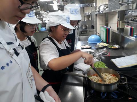 1090926樹林國中餐旅職群_201006_8.jpg