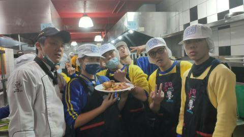 20201225烏來國中烤雞綜合沙拉_201229_3.jpg