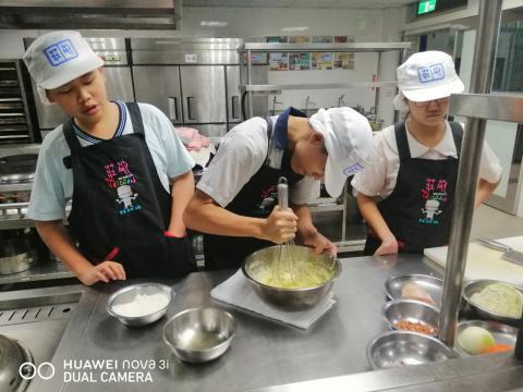 1030光榮國中 什錦炒米粉,貓舌頭餅乾_201216_0.jpg