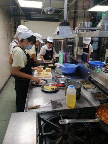 1091113光榮國中及廚藝製作會內初賽_201207_9.jpg