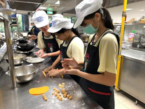 0925光榮國中蔬菜煎餅,手工地瓜圓_201006_3.jpg
