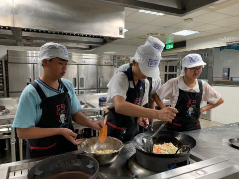 0925光榮國中蔬菜煎餅,手工地瓜圓_201006_0.jpg