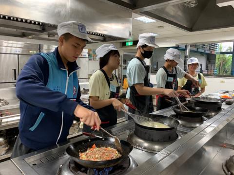 0926光榮國中義大利肉醬麵,玉米濃湯_201006_6.jpg