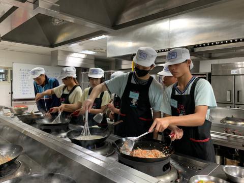 0926光榮國中義大利肉醬麵,玉米濃湯_201006_5.jpg