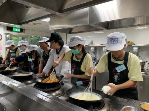 0926光榮國中義大利肉醬麵,玉米濃湯_201006_4.jpg