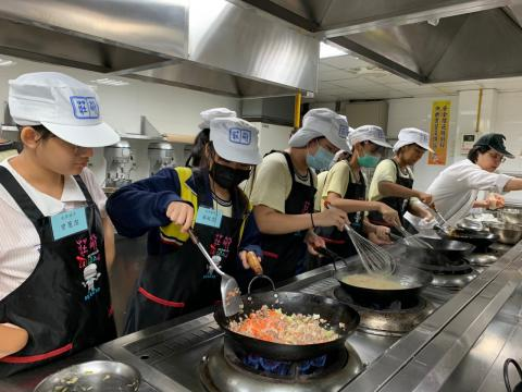 0926光榮國中義大利肉醬麵,玉米濃湯_201006_3.jpg