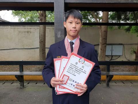 多一莊 蕭登耀 同學-榮獲2020全國菁英盃武術錦標賽長兵器男子組 第一名