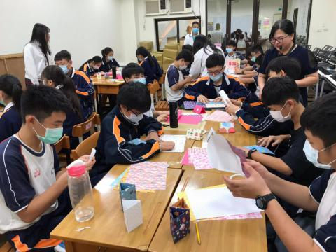 20201030義學國中來校幼保科手做DIY_201224_0.jpg