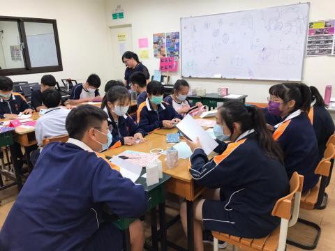 20201030義學國中來校幼保科手做DIY_201224_5.jpg