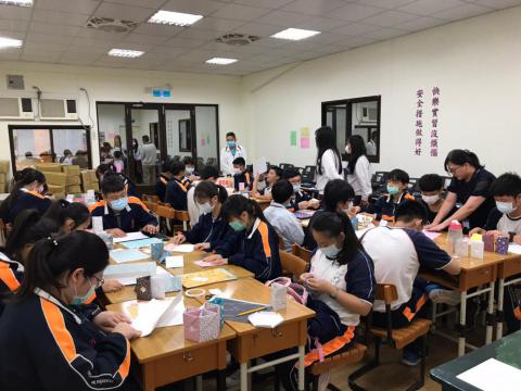 20201030義學國中來校幼保科手做DIY_201224_6.jpg