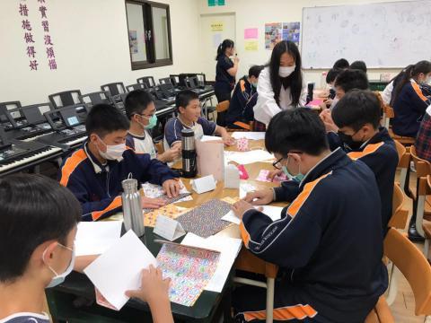 20201030義學國中來校幼保科手做DIY_201224_7.jpg