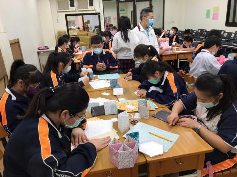 20201030義學國中來校幼保科手做DIY_201224_10_0.jpg