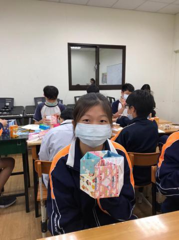 20201030義學國中來校幼保科手做DIY_201224_13_0.jpg