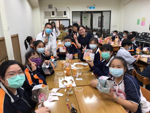 20201030義學國中來校幼保科手做DIY_201224_17.jpg