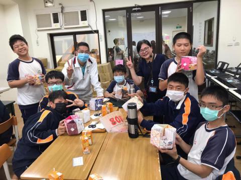 20201030義學國中來校幼保科手做DIY_201224_19.jpg