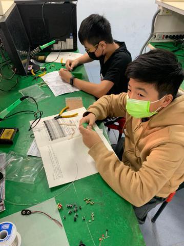 20210204-動手DIY,一起玩電路,育樂營。_210204_18.jpg