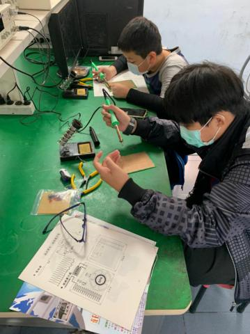 20210204-動手DIY,一起玩電路,育樂營。_210204_29.jpg