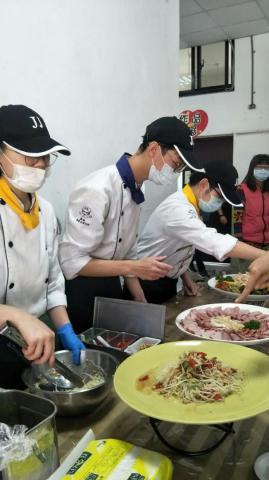 實踐國中餐會_210218_3.jpg